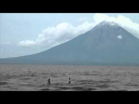 los bañistas y el volcan