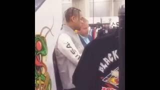 Chris Brown fazendo compras!?
