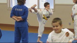 "Carl Douglas ""Kung Fu Fighting"" Music Video"