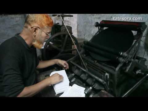 活版印刷を行うバングラデシュの職人