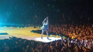 Selena Gomez - Sweet Dreams Live (Eurythmics cover) (Revival Tour 5-6-16)