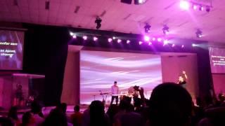 Oceans - Hillsong Música traduzida no Arena Jovem