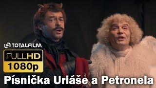 Anděl Páně 2 (2016) písnička Uriáše a Petronela v krejčovství