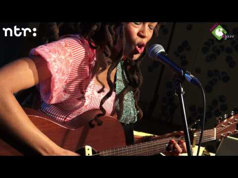 valerie-june-twas-twined-and-twisted-live-at-radio-6-16-11-2012-radio6nl