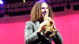 Kenny G performing My Heart Will Go On