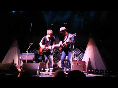 brother-needtobreathe-live-in-st-louis-lauren-molbach