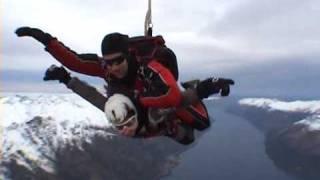 sky diving daniela love