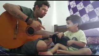 Aprendendo a cantar com o papai