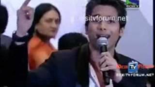 Shahid Kapoor singing film's songs