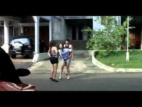 Download Video Arisan Brondong Clip4.mpg