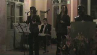 Silvia cantando ´Pa´Todo el Año