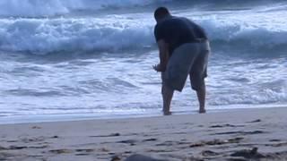 Jasmine & Daddy playing in the beach_20110807-MVI_0042.mov