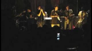 Mundo paria- who! (en vivo)