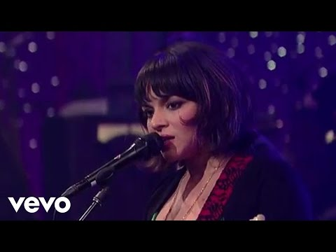 norah-jones-little-broken-hearts-live-on-letterman-norahjonesvevo