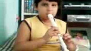 Mateus Tocando flauta