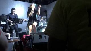 Jona - Shout Out To My Ex (Live@19EastBar)