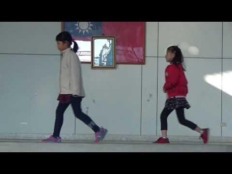 新泰國小二年級好書介紹國王的新衣 - YouTube