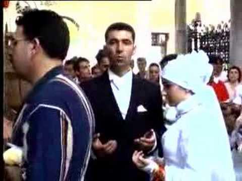 Canikolar Eyüp Sultanda Dua ediyor