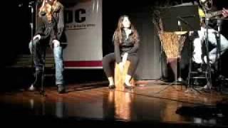 Kali cantando Antologia (Shakira)