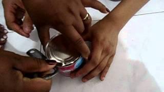 abrindo lata de brigadeiro