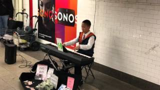 O que encontramos numa estação de metrô de Manhattan: talentos, artistas, teclado/piano, ARTE.