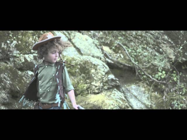 "Videoclip oficial de la canción ""Green Grass"" de Joana Serrat."