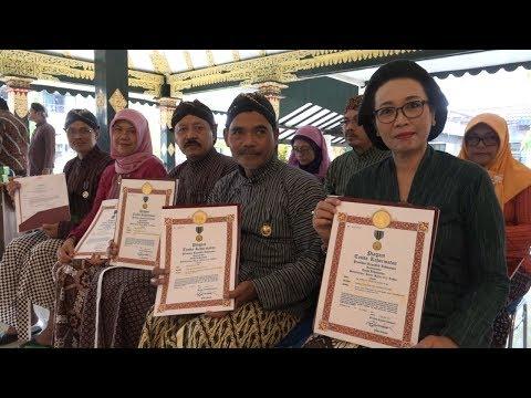 Download Video Kabar Sleman | Penyematan Satyalancana Karya Satya Bagi PNS Sleman