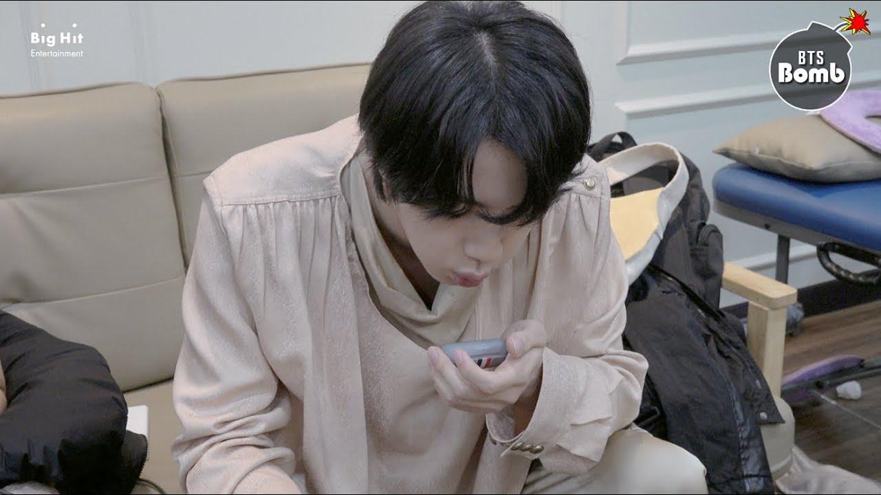 BTS - [BANGTAN BOMB] What's Written on Jin and Jung Kook's stuff? - BTS (방탄소년단)