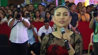 LANI MISALUCHA - All I Want For Christmas Is You (Robinsons Manila Live 2014!)