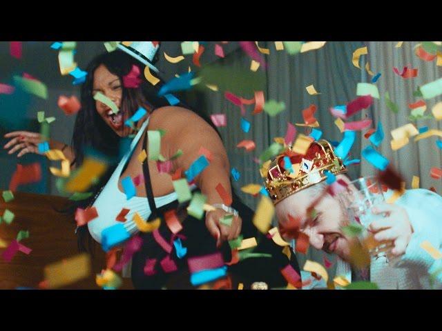 Videoclip oficial de 'Living for the Weekend', de Modestep.