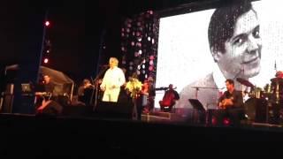 """Painho cantando """"Se Todos Fossem Iguais a Vc"""" Viva Tom Jobim na praia de Ipanema @caetanoveloso"""