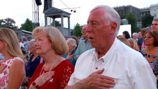 Sofia Carson canta el Himno nacional de los EEUU en Washigton, DC