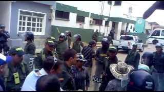 disturbios en el carmen agrecion verbal de la fuerza publica