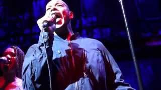 Roland Gift of the 'Fine Young Cannibals' Live 'She Drives Me Crazy'