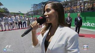 Anitta cantando o hino nacional na abertura do GP do Brasil de Fórmula 1
