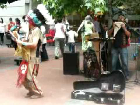 Grupo Indigena que actua nas Ruas de Cape Town  South Africa xvid
