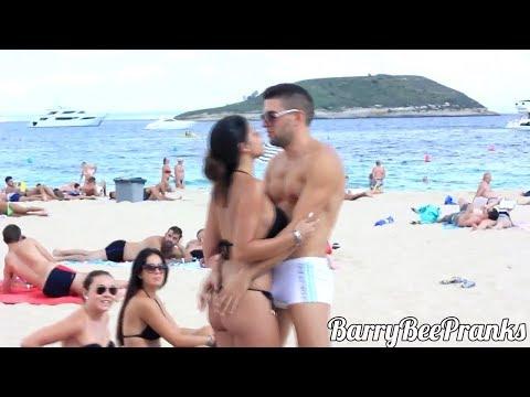 Download Video Prank !!! Cium Cewek-cewek Di Pantai Asekkk...