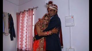 DULHA AND DULHAN SHAADI KE BAAD POSE DETE HUE INDIAN MARRIGE