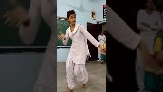 SApna ke gane pe school ki ladki ka jabardast dance new song 2018
