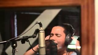 Raymond y Sacha cantando: Cuando le adoras