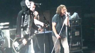 """Bad Religion w/Eddie Vedder """"Watch it Die"""" Philadelphia Spectrum Halloween 10/31/09"""