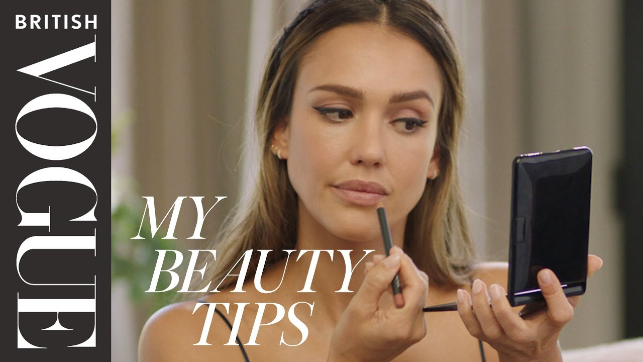 Jessica Alba's Five Minute Graphic Eyeliner Look