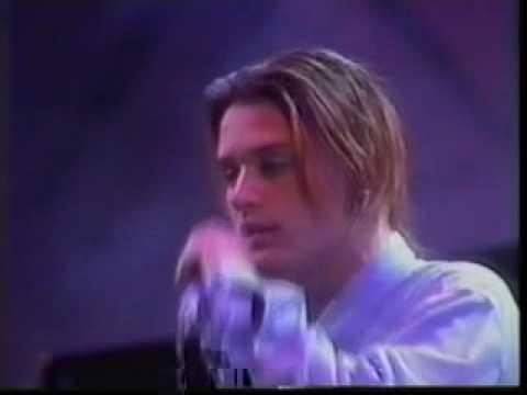 faith-no-more-edge-of-the-world-chile-1991-arstyfairie08
