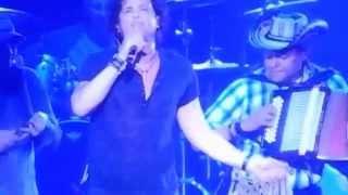 Carlos Vives- Bailar Contigo - LIVE!