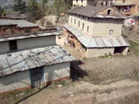 102 Prof  Juan Lázara viajando en techos de micros por Nepal