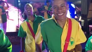 Música de Natal em ritmo de samba com a bateria Apito de Mestre