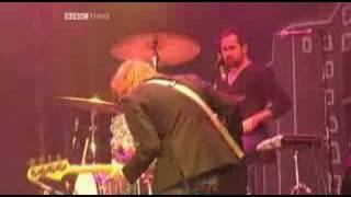The Killers - Somebody Told Me (Live @ Glastonbury 2005)