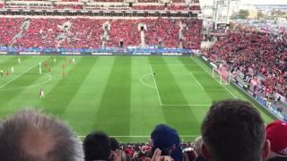 O zerozero no meio dos adeptos do Toronto FC, em jogo da MLS
