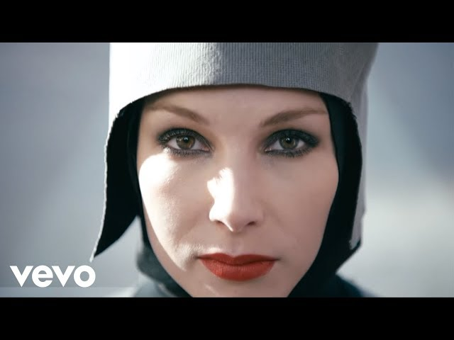 "Video oficial de la canción ""Go"" de The Chemical Brothers."