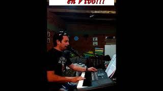 Manuel Campos - tocando algo en el teclado